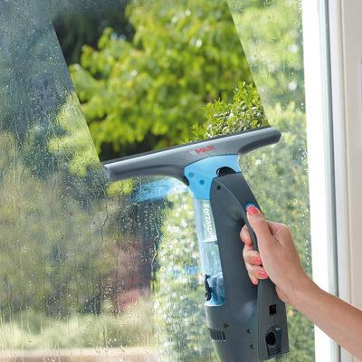 Forzaspira: cordless window cleaner
