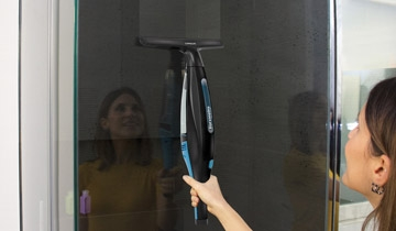 Forzaspira AG 220_Plus: SHOWER STALL WITHOUT STAINS!