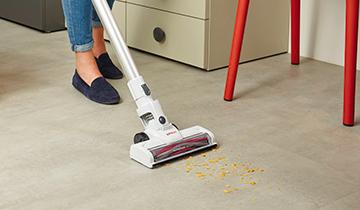 Polti Forzaspira SLIM SR90G - vacuum-portable-cleaner - cleaning tiles