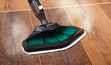 Polti Vaporetto Smart 100: steam cleaning with vaporforce brush