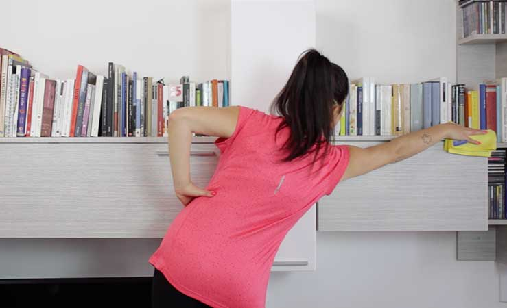 Workout casalingo: come tenersi in forma con le pulizie