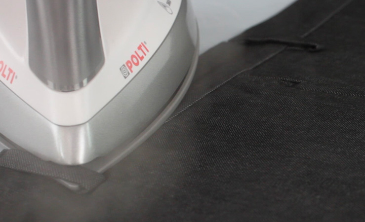 Come stirare i pantaloni: per una stiratura rapida il segreto è il ferro