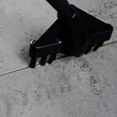 Pulitore a vapore portatile Polti: pulizia fughe